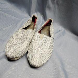 Tom's leopard print 8.5W shoes